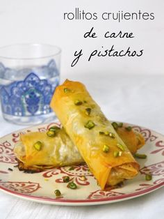 rollitos de carne con pistachos. briouats. / Arab crispy chicken rolls