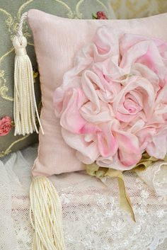 7 Fortunate Clever Tips: Shabby Chic Bathroom Design shabby chic wallpaper ana rosa. Shabby Chic Pillows, Shabby Chic Living Room, Pink Pillows, Shabby Chic Homes, Shabby Chic Furniture, Shabby Chic Decor, Chic Bedding, Couleur Rose Pastel, Ribbon Work