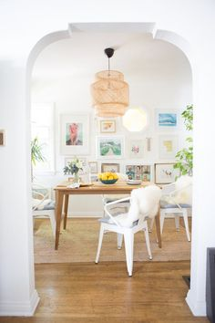 "House Tour: A ""Boho Beach Bungalow"" in California Bungalow Interiors, Bungalow Decor, Cottage Interiors, Tropical Home Decor, Mediterranean Home Decor, Tropical Homes, Cabana, Apartment Therapy, 1st Apartment"