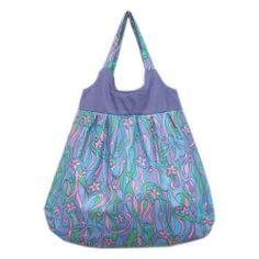 Pojemna torba na ramię wykonana z bawełny Idealnie sprawdzi się w szkole, na zakupach czy na wytęsknionej plaży :)Wewnątrz dopasowana kolorystycznie podszewka i dwudzielna kieszeń na drobiazgi. Całość zapinana na magnes łąka optymisty do kupienia w KuferArt.pl