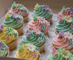 great colors for spring cup cakes!