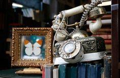 France: Paris: Shopping at Marché aux Puces de Saint-Ouen (150 year old flea market, world's largest)