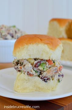 Apple Cranberry Turkey Salad - use your holiday leftovers to enjoy this delicious turkey salad on King's Hawaiian Rolls  www.insidebrucrewlife.com  #ad