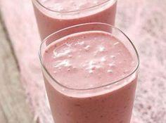 PP - Yogurt + juice powder + ice Homemade Protein Shakes, Easy Protein Shakes, Protein Shake Recipes, Veggie Recipes, Sweet Recipes, Latin Food, Caramel Apples, Food And Drink, Pudding