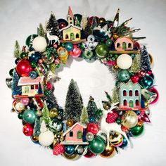 Some cheap ideas for Christmas Tree Projects - Christmas season is just around the corner and you may also have started some Christmas preparations. So have you thought of Christmas tree projects o. Christmas Some cheap ideas for Christmas Tree Projects Vintage Christmas Crafts, Vintage Ornaments, Christmas Love, Vintage Holiday, Christmas Projects, Winter Christmas, Holiday Crafts, Christmas Wreaths, Vintage Wreath