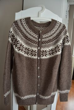 Ravelry: mettetufta's Nancy kofte Icelandic Sweaters, Fair Isle Knitting, Sweater Knitting Patterns, Jumpers, Knit Crochet, Projects, Color, Ideas, Fashion