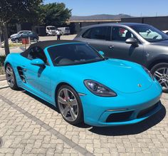 Miami Blue 718 Boxster S looks damn decent under the Cape Town sunshine  Photo via @menikmati_photography  #ExoticSpotSA #Zero2Turbo #SouthAfrica #Porsche #718BoxsterS #MiamiBlue