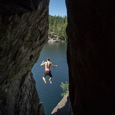 The water is a lot further down than it looks  I promise! I wedged myself in a small cave  underneath a semi detached block to get this angle.  Dylan jumped off the block that was right above me  making the timing pretty difficult.  #MountainCultureElevated #seatosky #Squamish #ExploreSquamish #ExploreBC #HelloBC #BritishColumbia #mountains #theoutbound #BrohmLake #cliffjumping #freshairandfreedom #exploreCanada #CanadianCreatives @canadiancreatives @explorecanada @hellobc