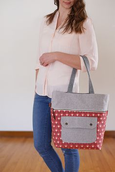 Caravan Tote & Pouch PDF Pattern - Noodlehead. An ultra-organized tote complete with coordinating pouch! Perfect for knitters, sewists, and shoppers.