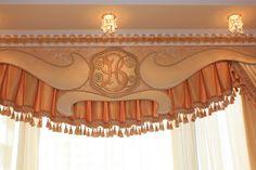 Ламбрекены для штор украсят любую комнату. Купить шторы с ламбрекенами любых конфигураций от салона Studio Margo. Интересные идеи оформления.