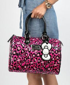 Pink in the city. Love this x Embossed City Bag! Hello Kitty Handbags, Hello Kitty Purse, Hello Kitty Jewelry, Hello Kitty My Melody, Hello Kitty Items, Wonderful Day, Hello Kitty Collection, Pin Up Outfits, Coin Purse Wallet