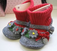 Tyrolean baby booties.  Repinned by www.mygrowingtraditions.com