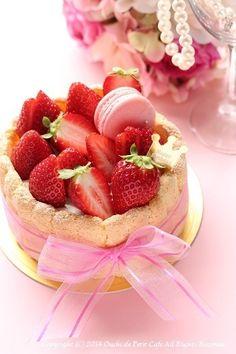 Real Food Recipes, Cake Recipes, Dessert Recipes, Charlotte Cake, Bakery Menu, Cute Desserts, Strawberry Desserts, Cupcakes, Mini Cakes