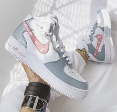 Dr Shoes, Cute Nike Shoes, Swag Shoes, Cute Nikes, Cute Sneakers, Hype Shoes, Shoes Cool, Sneakers Nike, Cool Womens Sneakers