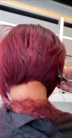 Short Stacked Hair, Short Thin Hair, Short Hair With Layers, Short Hair Cuts, Short Hair Styles, Hair Cutting Videos, Hair Cutting Techniques, Hair Videos, Choppy Bob Hairstyles