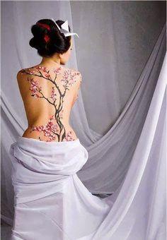 Vous emmener au sommet de l'orgasme, entre retenue et suggestion de l'esprit, c'est la promesse que vous fait votre Geisha. Dans une ...