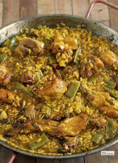 PAELLA, esto es todo lo que necesitas saber para que te feliciten Easy Cooking, Cooking Recipes, Healthy Recipes, Valenciana Recipe, Chicken Paella, Spanish Dishes, Rice Dishes, Savoury Dishes, Food Decoration