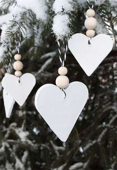 Most current Snap Shots simple clay ornaments Concepts White Christmas Tree Ornaments Natural Christmas, Noel Christmas, Winter Christmas, Handmade Christmas, Simple Christmas, Minimal Christmas, Victorian Christmas, Christmas Nails, Vintage Christmas