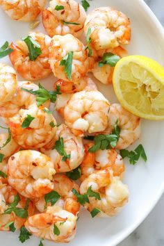 Easy Roasted Lemon-Garlic Shrimp from Skinnytaste. she really does mean EASY! I could quickly make this simple recipe & use the shrimp in different ways all week long. Best Shrimp Recipes, Fish Recipes, Seafood Recipes, Dinner Recipes, Cooking Recipes, Healthy Recipes, Weeknight Recipes, Healthy Appetizers, Yummy Recipes