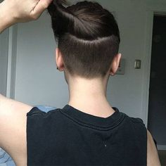 - Undershave Page - Shaved Undercut, Undercut Long Hair, Undercut Women, Shaved Nape, Shaved Sides, Undercut Hair Designs, Undercut Styles, Pompadour Hairstyle, Undercut Hairstyles