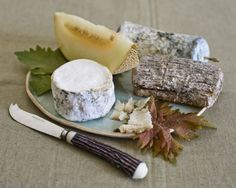 Learn how to make this French goat cheese recipe from goat's milk, including cheesemaking supplies and utensils needed to make homemade goat cheese.data-pin-do= Goat Milk Recipes, Goat Cheese Recipes, Real Food Recipes, Cooking Recipes, Homemade Goats Cheese, Cheese Bar, Artisan Cheese, Incredible Edibles, Goat Cheese