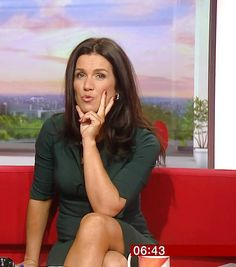 Susanna Reid plesse be prepared to believe me I BET YOU CANT EVEN CHECK THE TINY WRITING WHICH IS ABOUT ONE FIFTH THE SIZE OF NEWS PAPER PRINT Tv Girls, I Love Girls, Sexy Older Women, Sexy Women, Curvy Women, Susana Reid, Red Hair Woman, Tv Presenters, Clothing Styles