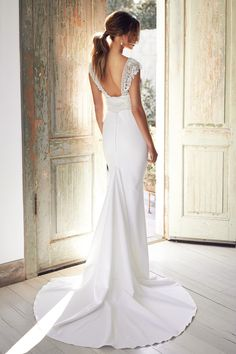 Anna Campbell Trunk Show Event March & 2020 at The Bridal Studio in Salt Lake City for One weekend only! Receive off your purchase of Anna Campbell gowns during the trunk show event! Stunning Wedding Dresses, Dream Wedding Dresses, Wedding Gowns, Amazing Dresses, Wedding Bride, Sorrento, Anna Campbell Dress, Chapel Veil, Chapel Train