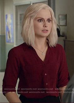 Liv's dark red button down top on iZombie Wavy Bob Hairstyles, Ponytail Hairstyles, Diy Hairstyles, Pinterest Hairstyles, Fashion Tv, Fashion Outfits, I Zombie, Rose Mciver, Hair Pale Skin