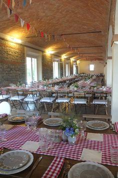 Allestimento rustico del nostro Salone Matrimoni, presso Corte Dei Paduli - Weddin Location - Reggio Emili, Italy.  Mise en place di Riso e Risa Ricevimenti. www.deipaduli.org
