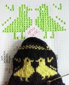 Beş şiş çetik(patik) ve tunusişi patiklerde kullanılabilecek desenlerin çizimleri... Knitting Patterns Free, Free Pattern, Knitted Hats, Crochet Hats, Quilt Blocks, Diy And Crafts, Cross Stitch, Beanie, Quilts