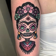 Frida Kahlo Tattoo | Tattoo Ideas and Inspiration Cover Up Tattoos, Body Art Tattoos, Girl Tattoos, Sleeve Tattoos, Tattoo Mexicana, Caveira Mexicana Tattoo, Frida Tattoo, Frida Kahlo Tattoos, Mexican Skull Tattoos
