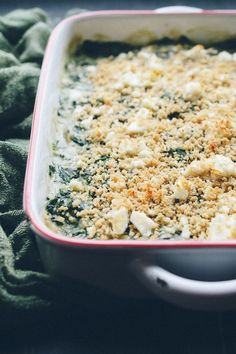 This Baked Creamed Spinach with Feta is AMAZING! So easy, creamy with a bit of crunch from panko and salty bits of feta! It's actually a lightened up recipe, but you'd never know! Vegan options! @tasteLUVnourish Vegetarian Recipes Easy, Clean Eating Recipes, Vegetable Recipes, Cooking Recipes, Healthy Recipes, Creamed Spinach, Spinach And Feta, Spinach Meals, Vegetarian Thanksgiving