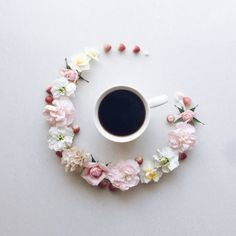 6 Friendly Cool Ideas: Coffee Addict Mug coffee machine station.Know Your Coffee Poster coffee wallpaper pink.Coffee Addict At Home. Coffee Break, Morning Coffee, Coffee Time, Coffee Corner, Coffee Flower, Flower Tea, Flat Lay Photography, Coffee Photography, Food Photography