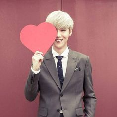 """Exo - Luhan """"Do you have a black eye? Don't worry. I still wuve yew <3 Heart accepted ^3^"""""""
