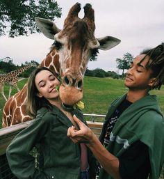Sarah Snyder and Jaden Smith Animals And Pets, Baby Animals, Cute Animals, Jaden Smith Sarah Snyder, Besties, Bestfriends, Foto Fashion, Jolie Photo, Beautiful Creatures