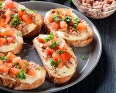 Bruschetta au thon, tomates et mozzarella : http://www.fourchette-et-bikini.fr/recettes/recettes-minceur/bruschetta-au-thon-tomates-et-mozzarella.html