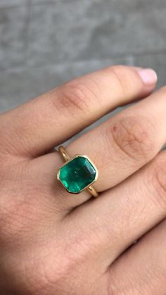 Effortless Colombian emerald set in gold! Perfect for any women on the go 💚 We are offering next day shipping for any order placed as of today for Mother's Day, anniversaries and birthdays coming up! Message us for details 💎 Emerald Rings, Emerald Jewelry, Ruby Rings, Diamond Rings, Green Emerald Ring, Diamond Pendant, Celebrity Engagement Rings, Deco Engagement Ring, Gemstone Engagement Rings
