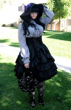 Serafina - plus size Lolita. I love lolita style. Quirky Fashion, Cute Fashion, Fashion Outfits, Visual Kei, Plus Size Cosplay, Plus Size Costume, Gothic Lolita Fashion, Lolita Style, Fashion Goth