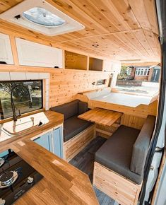 Vanlife - Nomad - Vanliving on quot;who else is feeling this . Vanlife - Nomad - Vanliving auf who else is feeling this pull out table! Le Club Nomade for daily vanlife content! Van Conversion Interior, Camper Van Conversion Diy, Converted Vans, Kombi Home, Sprinter Van Conversion, Casas Containers, Van Home, Van Living, Camper Interior