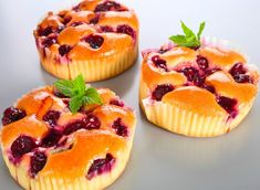 Briose cu cirese Top Recipes, Cooking Recipes, Romanian Food, Muffin, Food And Drink, Baking, Fruit, Breakfast, Desserts