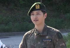 Song Joong Ki is discharged from the army + reveals who his greatest strength was during enlistment | http://www.allkpop.com/article/2015/05/song-joong-ki-is-discharged-from-the-army-reveals-who-his-greatest-strength-was-during-enlistment