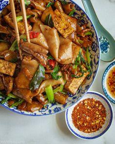 Pad Kee Mao Recipe, Vegan Lo Mein, Vegetarian Recipes, Cooking Recipes, Vegetarian Asian Recipes, Healthy Recipes, Veg Recipes, Cooking Ideas, Homemade Stir Fry