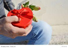 """Der """"Valentin"""" bringt's an den Tag, ob man die """"Liebsten"""" wirklich mag! Doch ist es eher der """"Kommerz"""", der ausgefüllt hat unser Herz? Drum machet nicht so groß Menkenke, und zeigt Euch her die Liebgeschenke! Dass jeder offen sehen kann, wer wen so recht NICHT leiden kann. ;) Von meiner…"""
