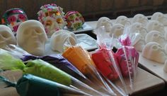 How to Make Traditional Sugar Skulls for Dia De Los Muertos (The Day of the Dead)