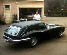 Not that I´m a bit morbid or anything like that, but I´m generally interested in special cars. Hearses are of course quite special, talking about the classic ones, which were mostly made by hand, so