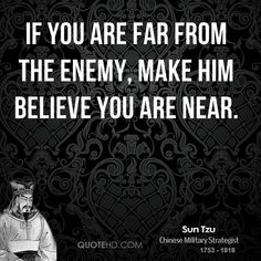 "Quote from Sun Tzu ""The Art of War"" / Frase de Sun Tzu, autor d'A Arte da Guerra (visite/visit http://www.suntzulives.com): ""Se você estiver longe do inimigo, faça-o acreditar que está perto"" / ""If you are far from the enemy, make him believe you are near"""