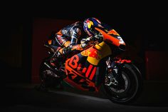The Brit gets ready for his first race with Red Bull KTM Factory racing Bradley Smith, Ktm Factory, Bike Life, Sport Bikes, Cool Bikes, Motor Car, Grand Prix, Cars And Motorcycles, Motorbikes