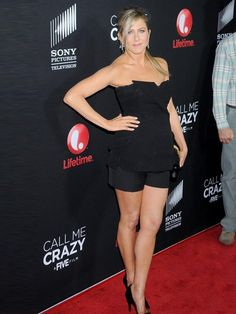 "Celeb Diary: Jennifer Aniston la premiera filmului ""Call Me Crazy: A Five Film"" in Los Angeles Jennifer Aniston Legs, Jennifer Aniston Pictures, Celebrity Workout, Celebrity Style, Celebrity News, Jeniffer Aniston, Beauté Blonde, Talons Sexy, World Most Beautiful Woman"