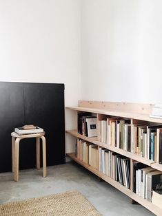 Lessons in Sparseness: A Black and White House in Rural Portugal with Echoes of the Shakers (Remodelista: Sourcebook for the Considered Home) Diy Interior, Interior Architecture, Interior Design, Design Art, Design Ideas, Home Living Room, Living Spaces, Low Bookshelves, Long Low Bookcase