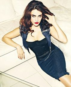 Jessica Lowndes: Modern Theatrical Romantic?
